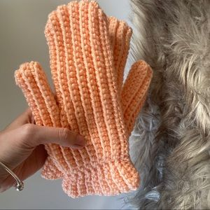 5 for $30 🔑 New Handknit Coral Winter Gloves